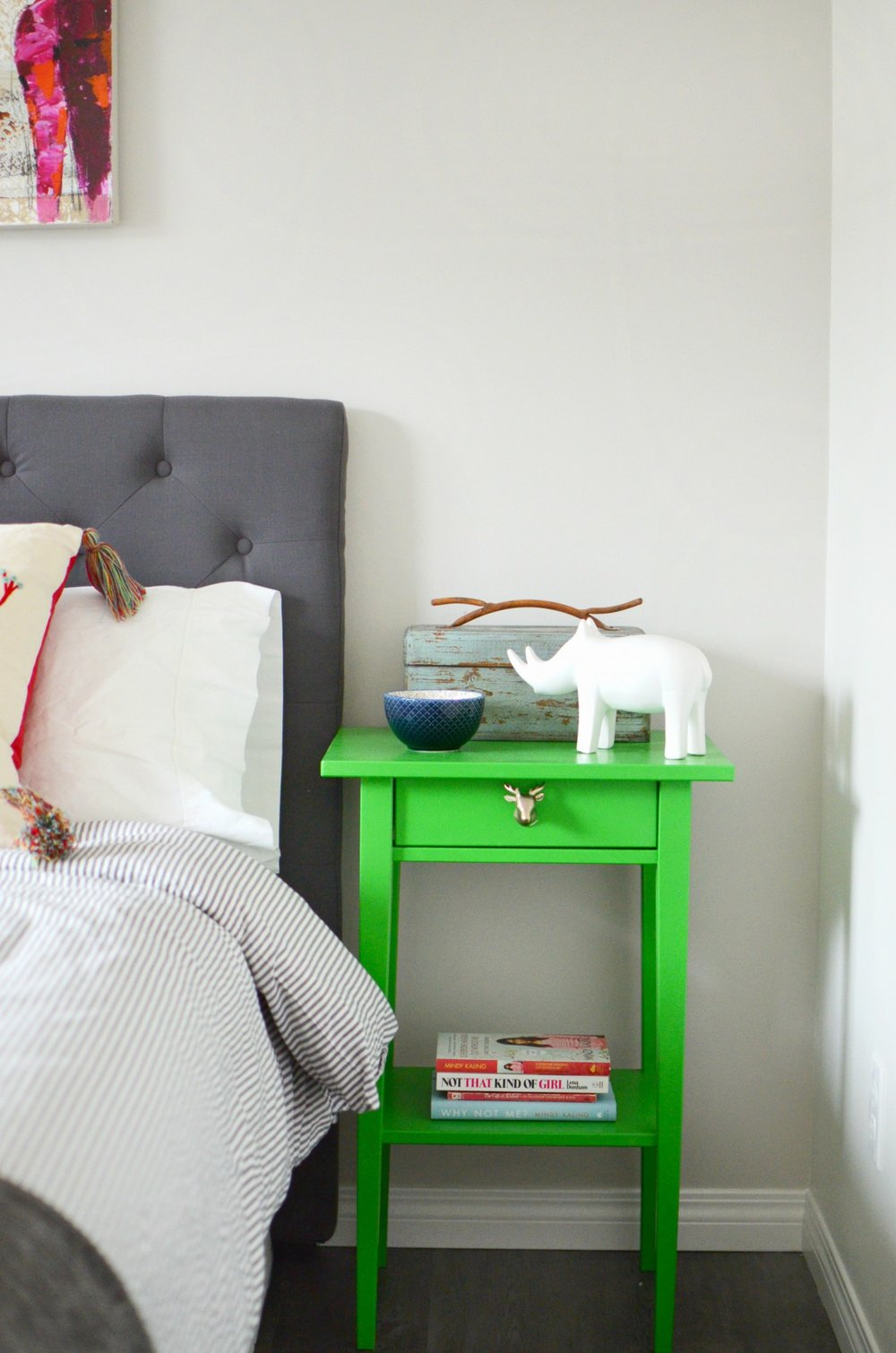 bedrom-bright-green-bedside-table-grey-stipe-bedding.jpg