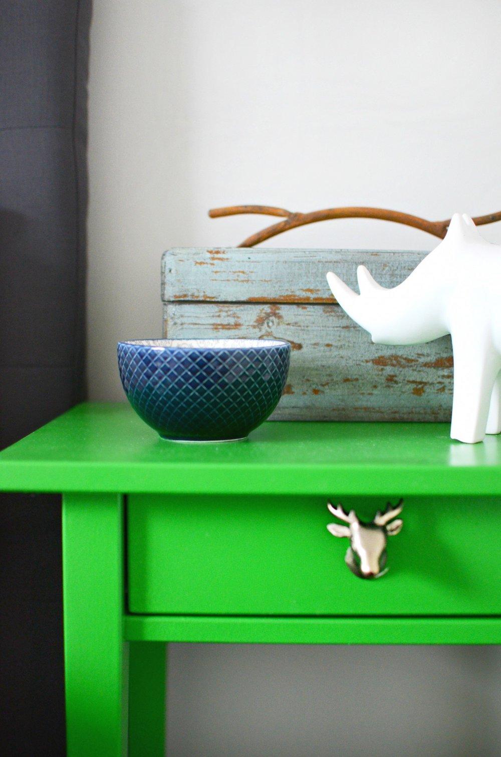 bedroom-bright-green-bedside-table.jpg