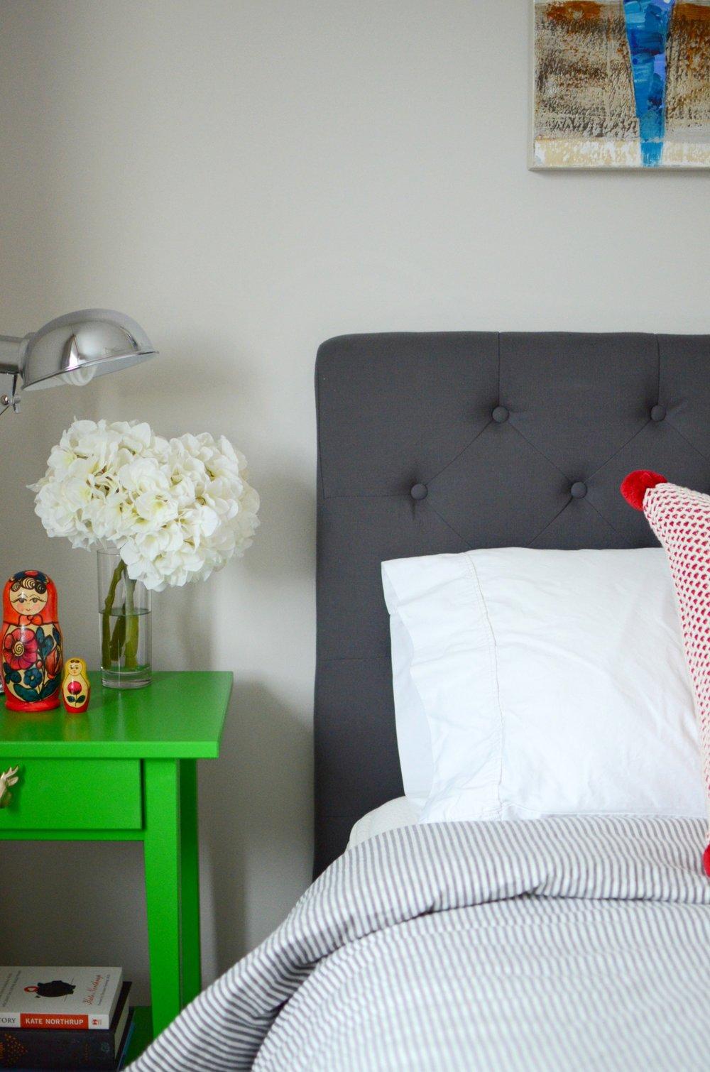 bedroom-bright-green-bedside-tables-grey-stripe-bedding.jpg