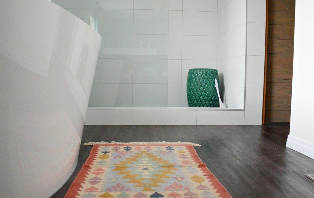 calgary-interior-designer-modern-ensuite-20.jpg