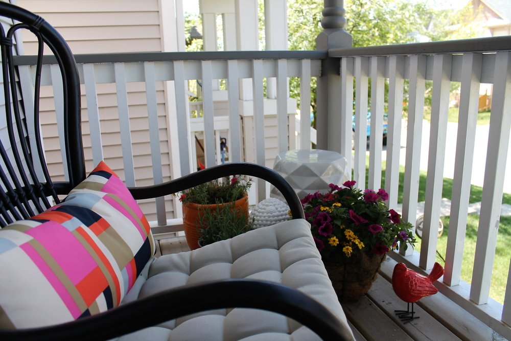 front-porch-makeover-flowers.JPG