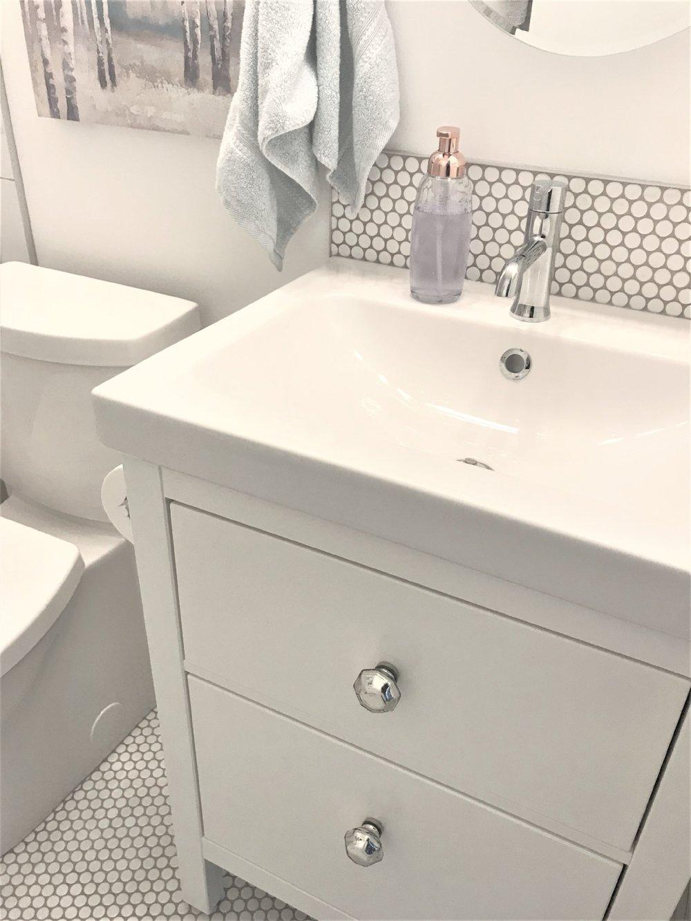 Calgary Interior Designer - How to make a tiny bathroom feel larger