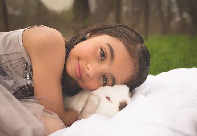Beauty & the bunny.... oh my soul! #chellecatesphotography #dallaschildrensphotographer #dallas #beauty #easter #bunny