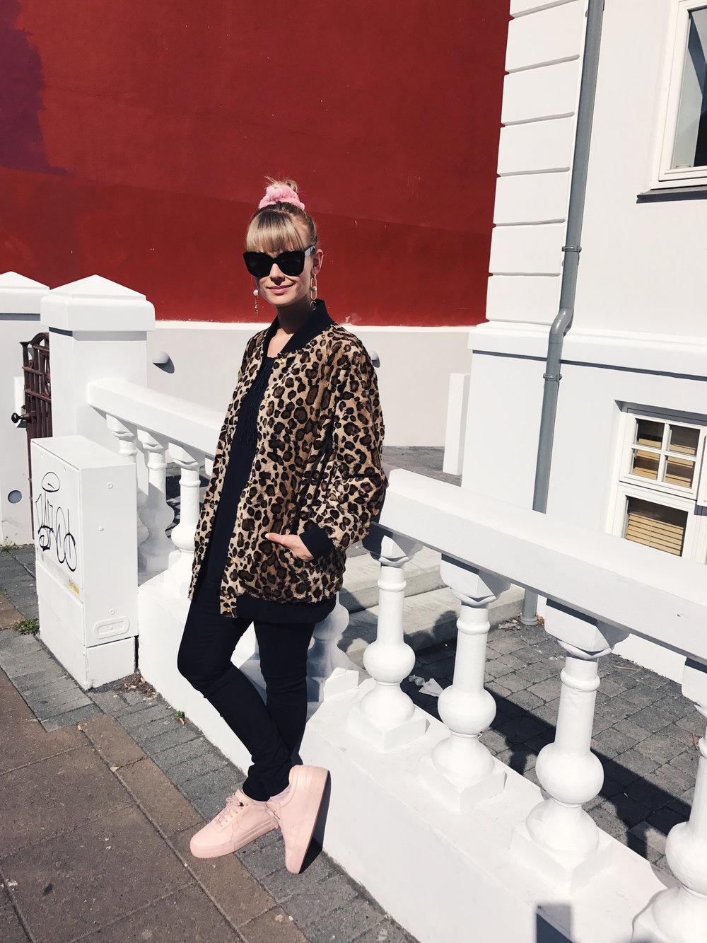 Mosha-Leopard-Scrucnhie.jpg