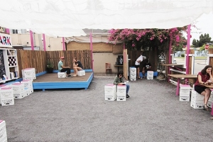 <p><strong>VENICE POP UP PARK</strong>1021 Abbot Kinney Blvd<br>626.246.3742</p><p>A modular pop up park designed for flexible usage: co-working, guest speakers, acoustic shows, yoga, etc.</p>