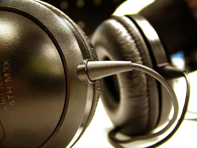 Headset www.thehappyhabitat.com.au