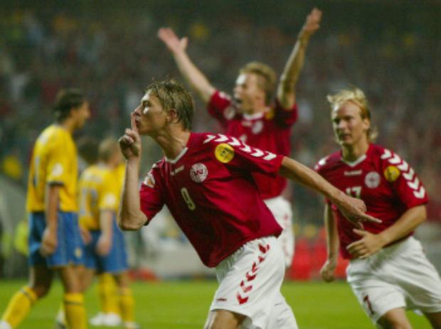 Jon Dahl Tomasson scorer mod Sverige ved EM i 2008. Foto: Getty Images