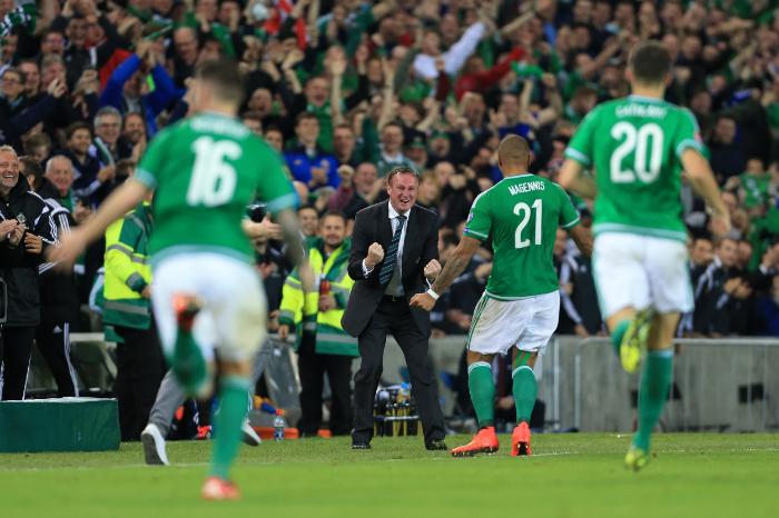 Michael O'Neill i jubel, da Nordirland sikrede EM-kvalifikationen mod Grækenland. Foto:Mark Leech - Getty Images.