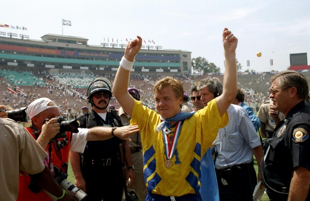 Thomas Brolins nakke bliver nedstirret af politimand med Village People-drømme.   Foto: Getty Images