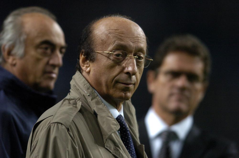 Luciano Moggi - i midten mellem Antonio Giraudo og Fabio Capello - var centrum i den måske største skandale i Juventus' historie. Foto: Claudio Villa/Getty I