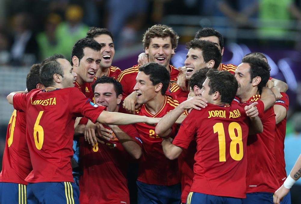 Spanien vandt EM 2012 på en meget fast stamme af spillere - især blandt de 6-7 bageste. Foto: Getty Images