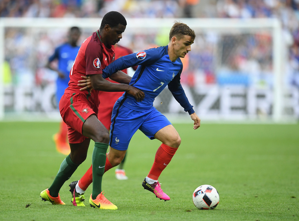 William Carvalho, hele tiden tæt på Antoine Griezmann i finalen. Foto: Getty Images/Matthias Hangst
