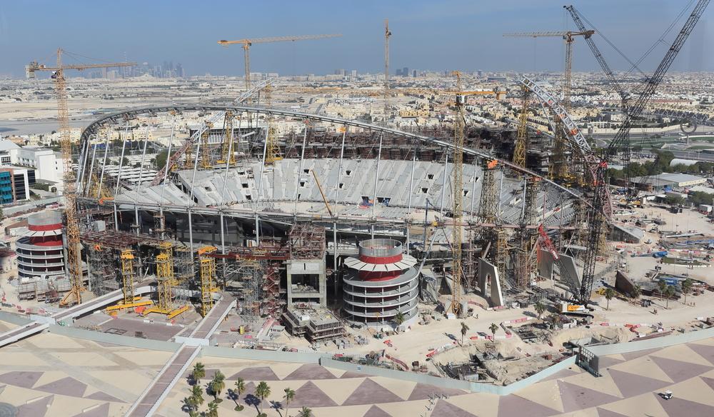 I Qatar bygger man på livet løs til VM i fodbold 2022. Foto: Getty Images/Matthew Ashton.