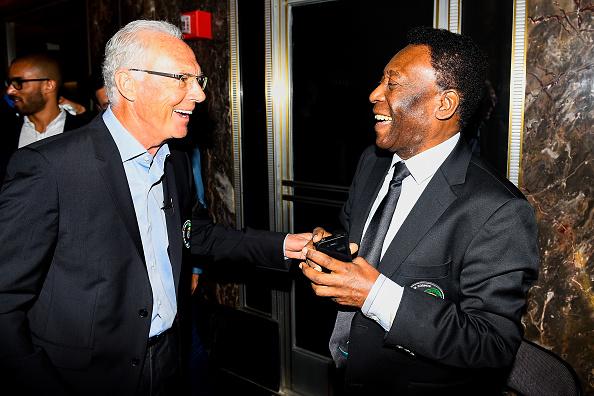 To af de største - og første - i amerikansk soccer: Franz Beckenbauer og Pelé var i 2015 forenet i Empire State Building. Foto: Getty Images/ALex Goodlet