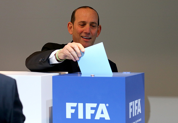 Don Garber, der er i spidsen for MLS, afgiver her stemme hos FIFA. Foto: Getty Images/Alexander Hassenstein.