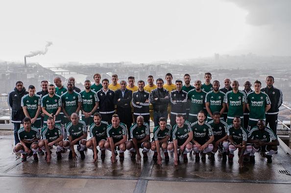 Red Star FC til holdfotografering i maj i år - men Paris og industri i baggrunden. Foto: Getty Images/Anthony Diibon