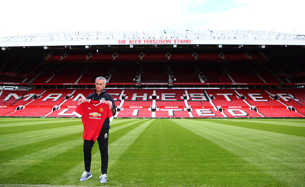 Mourinho ved præsentationen på Old Trafford. Foto: Getty Images/Dave Thompson.