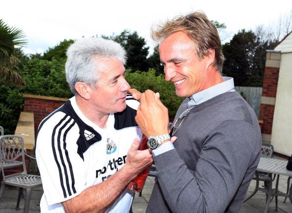 David Ginola på besøg i Newcastle i Keegans 2. periode som manager. Foto: Getty Images/Ian Horrocks.