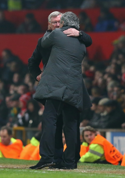 "Jose Mourinho og Alex Ferguson i et kærligt ""manhug"".  Foto: Matthew Peters/Getty Images"