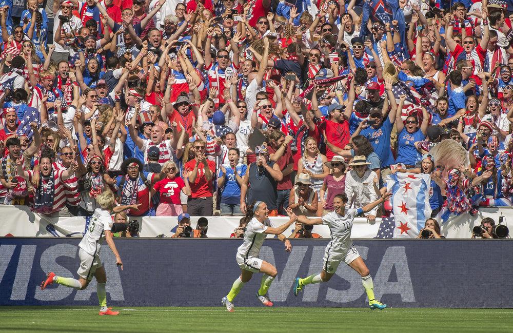 Kvindefodbold er populært i USA - og det sportslige niveau er højt. USA vandt VM sidste år med en finalesejr over Japan.   Foto: Getty Images