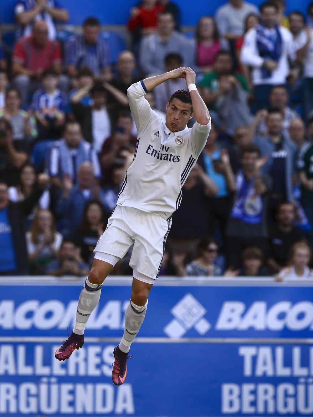 Endelig var Cristiano Ronaldo flyvende - tre mål mod Alavés blev det til.   Foto: Getty Images
