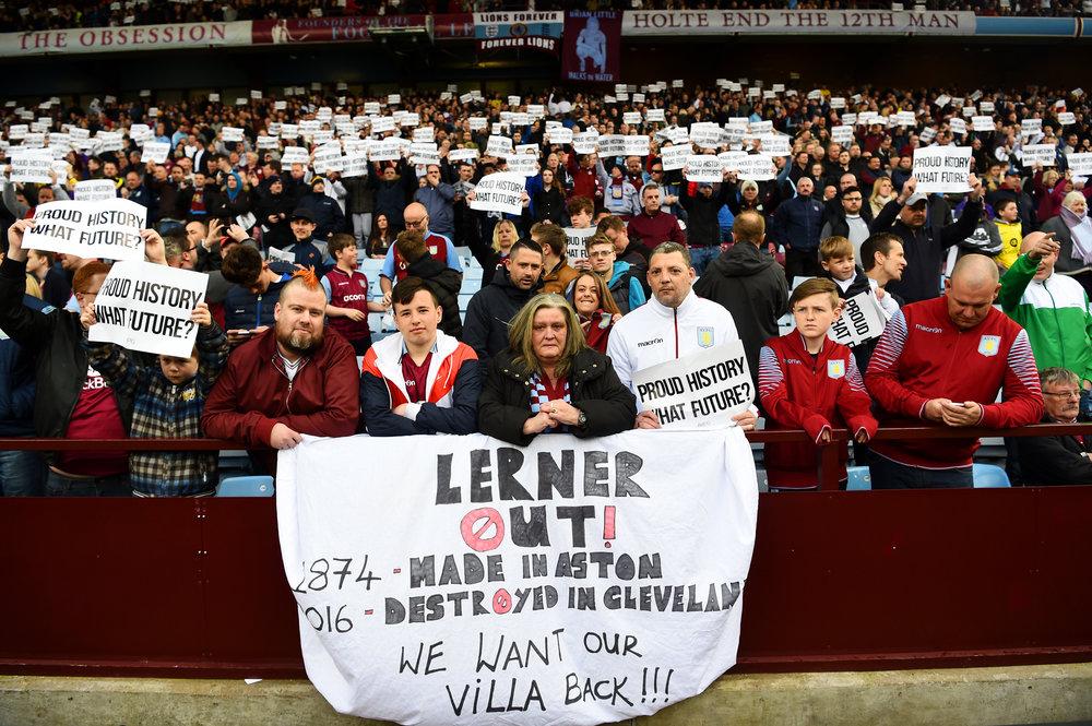 Randy Lerner var ikke en populær ejer af Aston Villa - så sent som i foråret 2016 var der store protester mod ham.   Foto: Getty Images