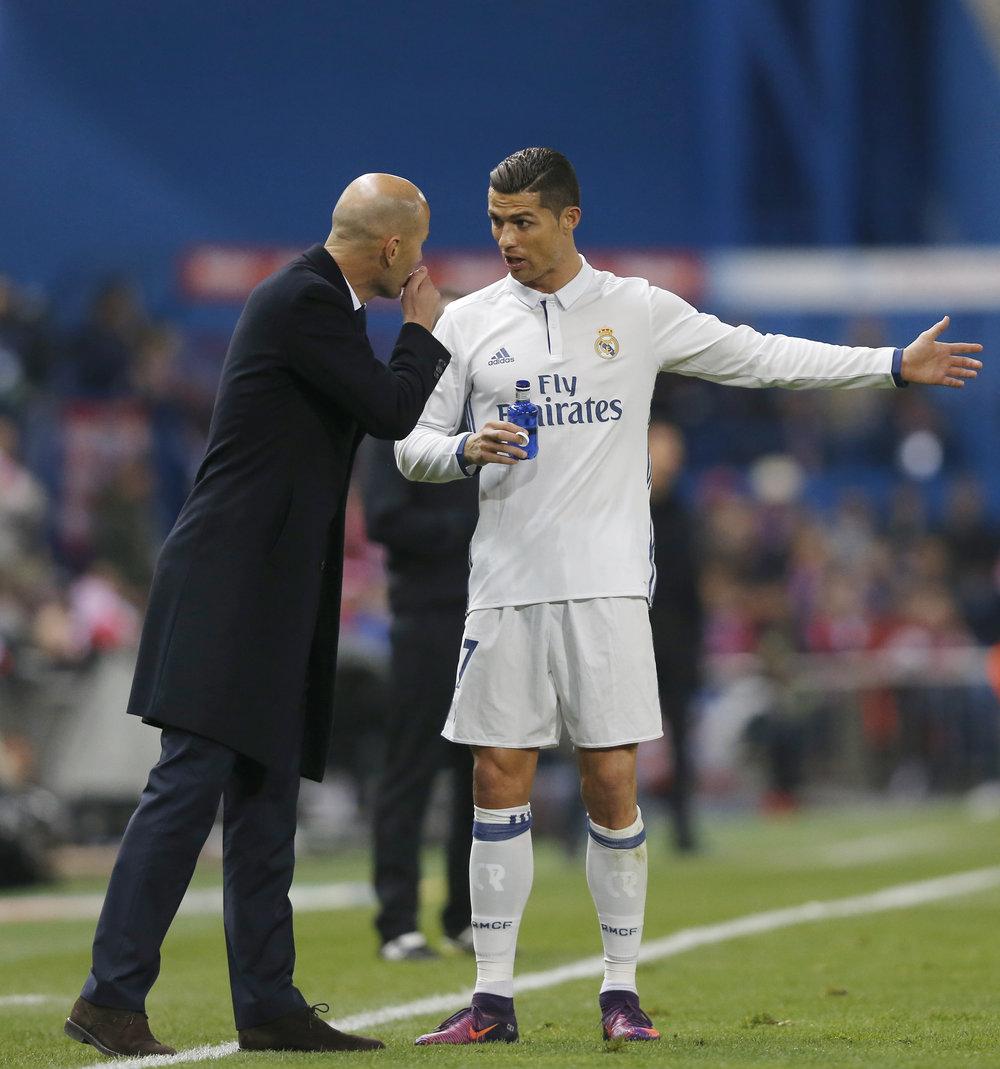 Zidane var tvunget til at rokere rundt, så Ronaldo havde rollen som 9'er. Det virkede og Ronaldo scorede hattrick. Foto: Getty Images