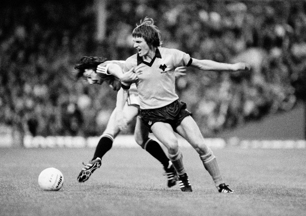 Mel Eves i kamp for Wolves - her i et opgør mod Manchester United i 1980. Wolves vandt iøvrigt 1-0.   Foto: Getty Images
