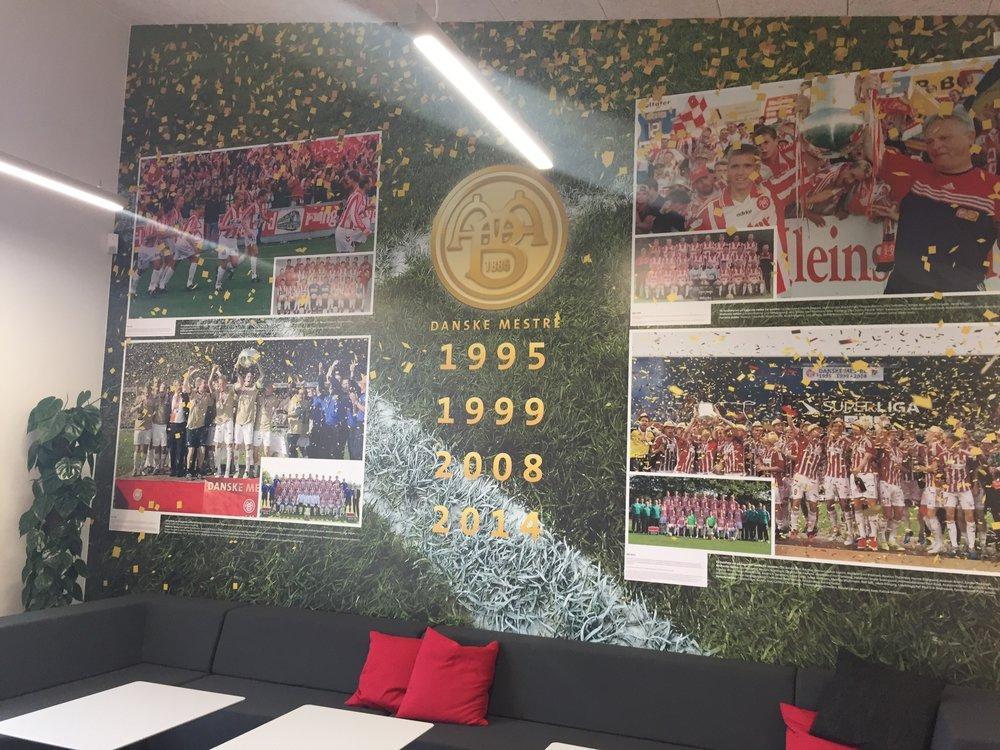 Her er AaB-spillernes nye opholdsrum i det helt nybyggede Børge Bach Hus på klubbens træningsanlæg. Foto: Peter Brüchmann