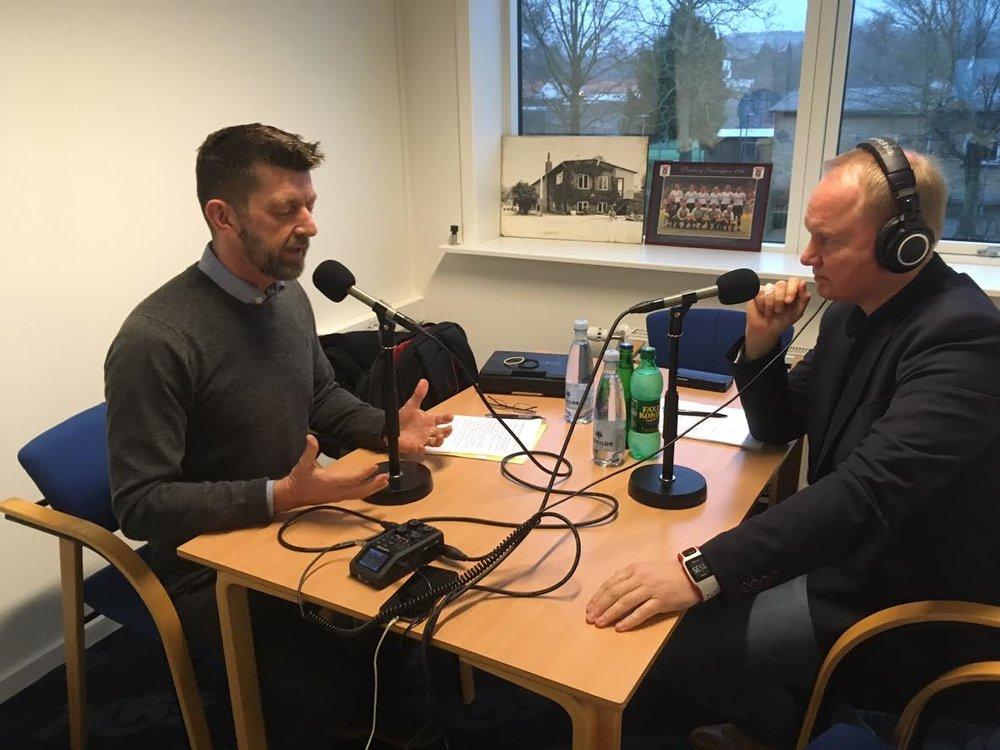 Fra interview-optagelsen på AGFs midlertidige træningsanlæg ved Fredensvang. Foto: Søren Højlund Carlsen.