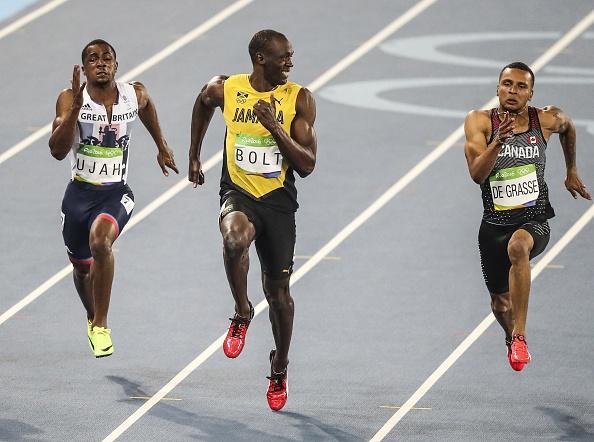 Usain Bolt på det ikoniske OL-billede fra Rio, hvor overskud og stil smelter sammen i et stykke markant idrætshistorie. Foto: Getty Images/Anadolou Agency