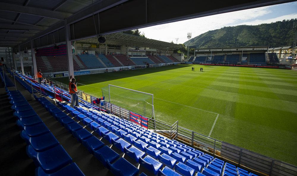 Eibars lille, intime stadion, klemt inde mellem bjergene. Foto: Getty Images