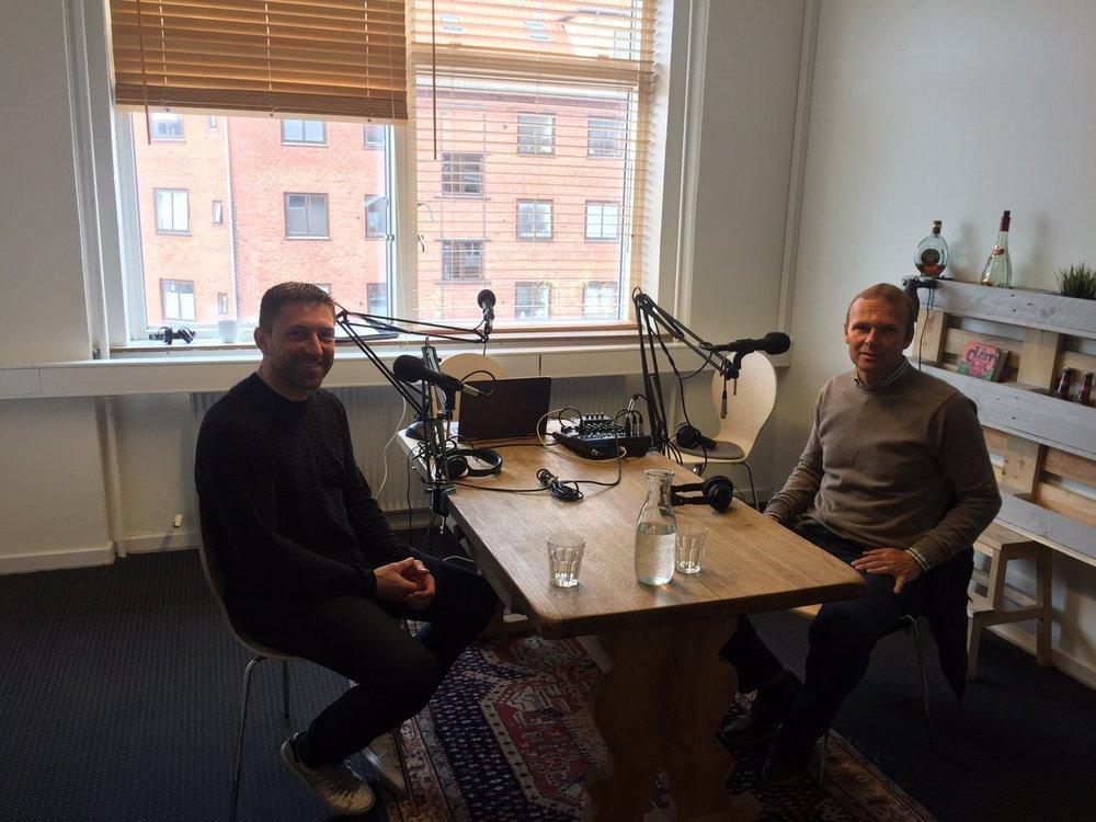 Søren Colding og Ole Bjur klar i Mediano studiet mandag morgen. Foto: Peter Brüchmann