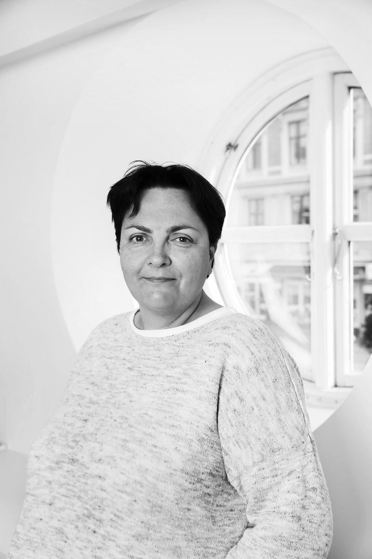 Helle Hedegaard Hein forsker i ledelse og har skrevet bøger om Primadonnaledelse og holder foredrag om emnet.