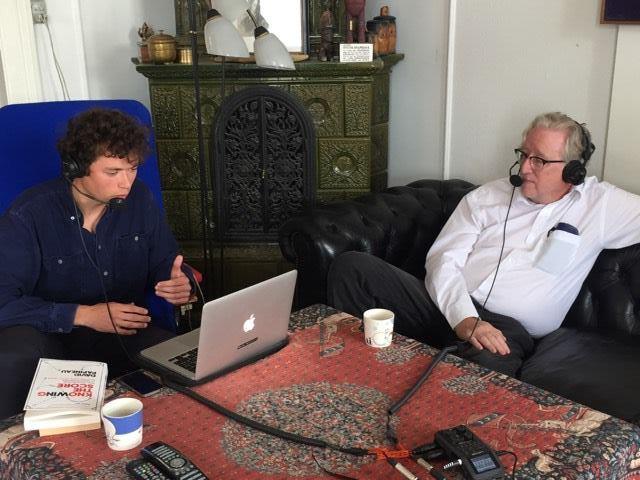 Oscar Rothstein (tv) i samtale med Frederik Stjernfelt i sidstnævntes hjem i København. Foto: Peter Brüchmann