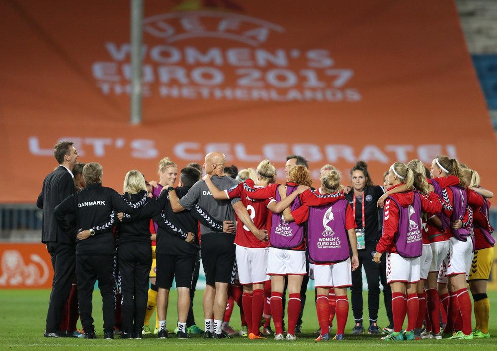 Det danske hold forbereder sig på EMs første udfordring mod Belgien. Foto: Getty Images/Maja Hitij