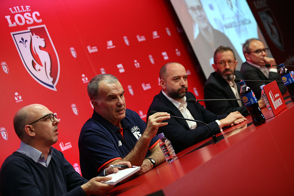 Marceloa Bielsa præsenteres på pressemøde i Lille. Foto: Getty Images/Jean Catuffe