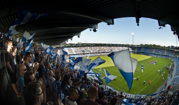 Her er fankulturen foldet ud på Blue Water Arena i Esbjerg. Foto: Lars Rønbøg/Getty Images.
