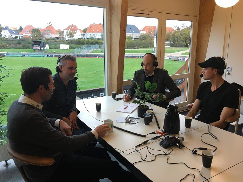 Her er fra venstre: Salgschef Peter Nielsen, cheftræner Michael Hemmingsen, Magnus Heunicke og anfører Kristoffer Munksgaard. Foto: Mediano