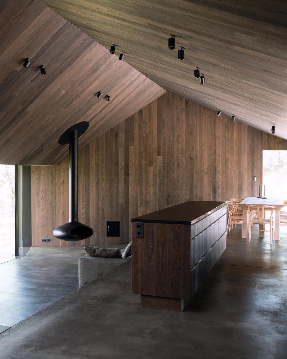cabin-geilo-norway-lund-hagem-architecture-residential_dezeen_2364_col_1.jpg
