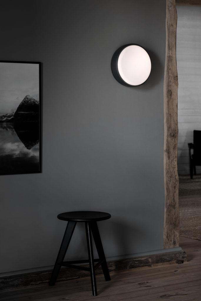 xAbove_30_Dark-grey-wall-High_res_Photo-Chris_Tonnesen-683x1024.jpg.pagespeed.ic.FT55g2RZ2F.jpg