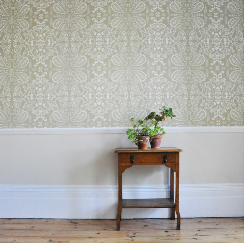 Botanical wallpaper commission for the South London Botanical Institute. Used as an educational tool to teach children to recognise plant specimens as well as brightening up the walls of their lecture room.