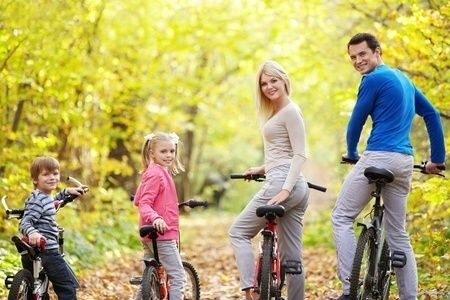12019119_S_Fall_Bicycling_Family_outdoors.jpg