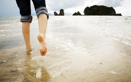 10388003_S_Feet_Beach_Jeans.jpg