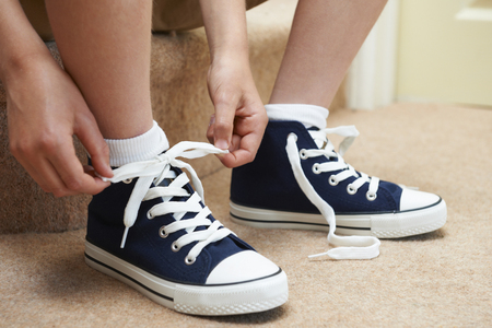 45243124_S_boy_shoes_tying _laces.jpg