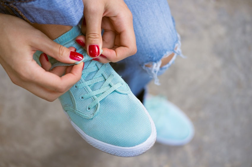 43196144_M_Shoes_Feet_Leg_Jeans_Nail_Polish.jpg