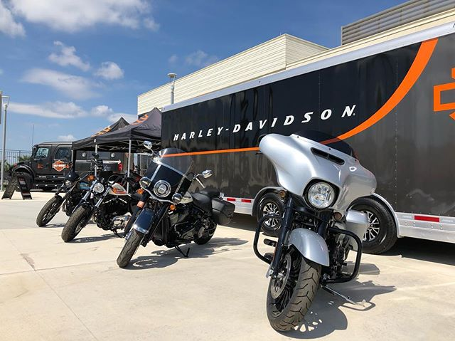 @harleydavidson is showing up in full force tonight at the @astrosbaseball vs @Nationals game at 6:35pm!  Checkout the Harley-Davidson #Jumpstart riding experience on the left field concourse!  The first 1000 fans will receive a @nationals hoodie and a Harley-Davidson fan! #FITTEAMBallpark