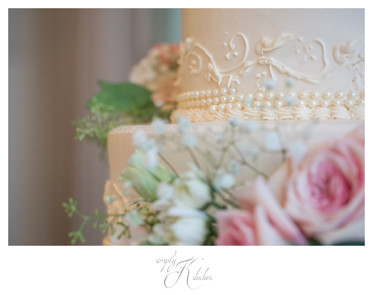 Wedding Cake with Pearls.jpg