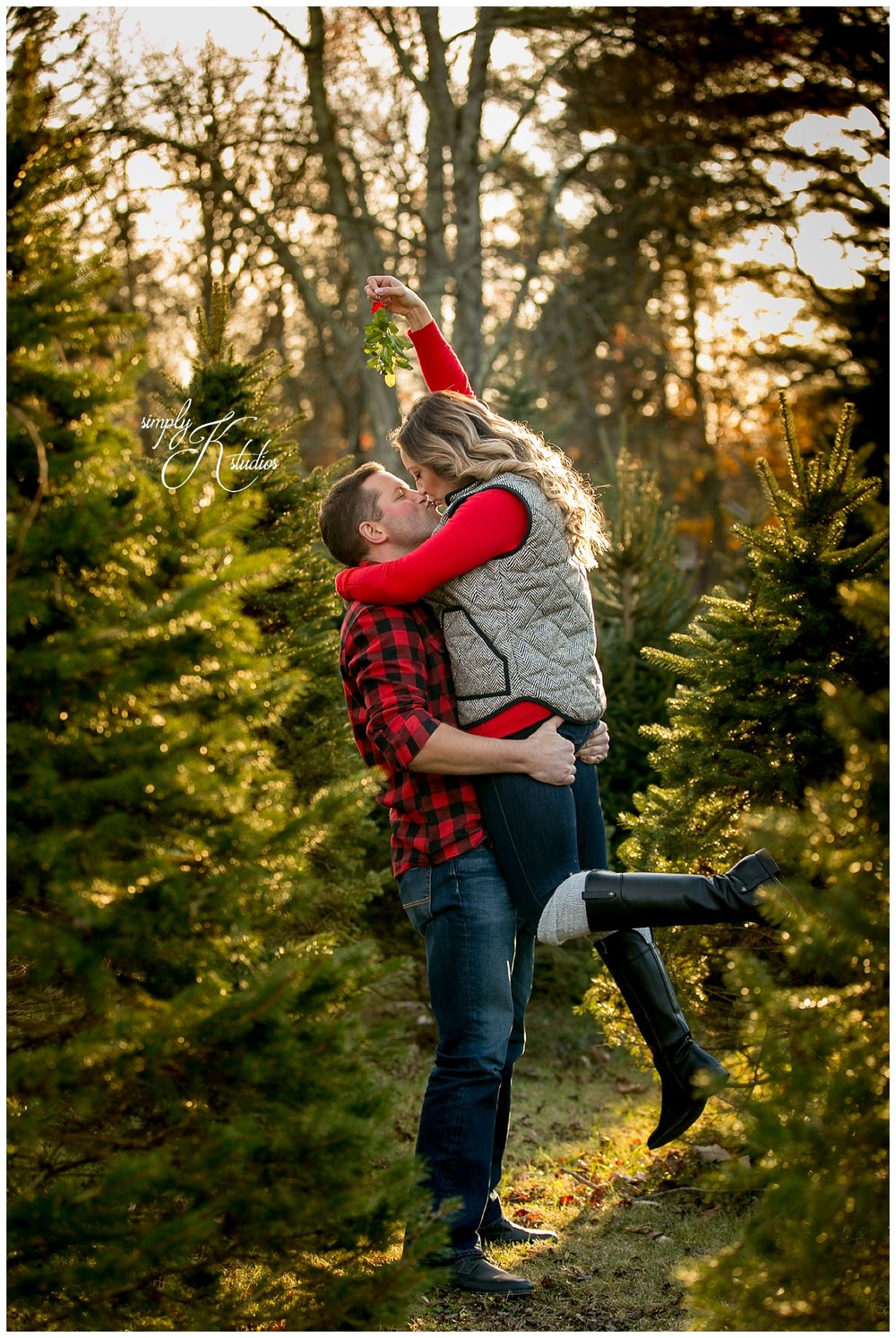 Christmas Engagement Session Ideas.jpg