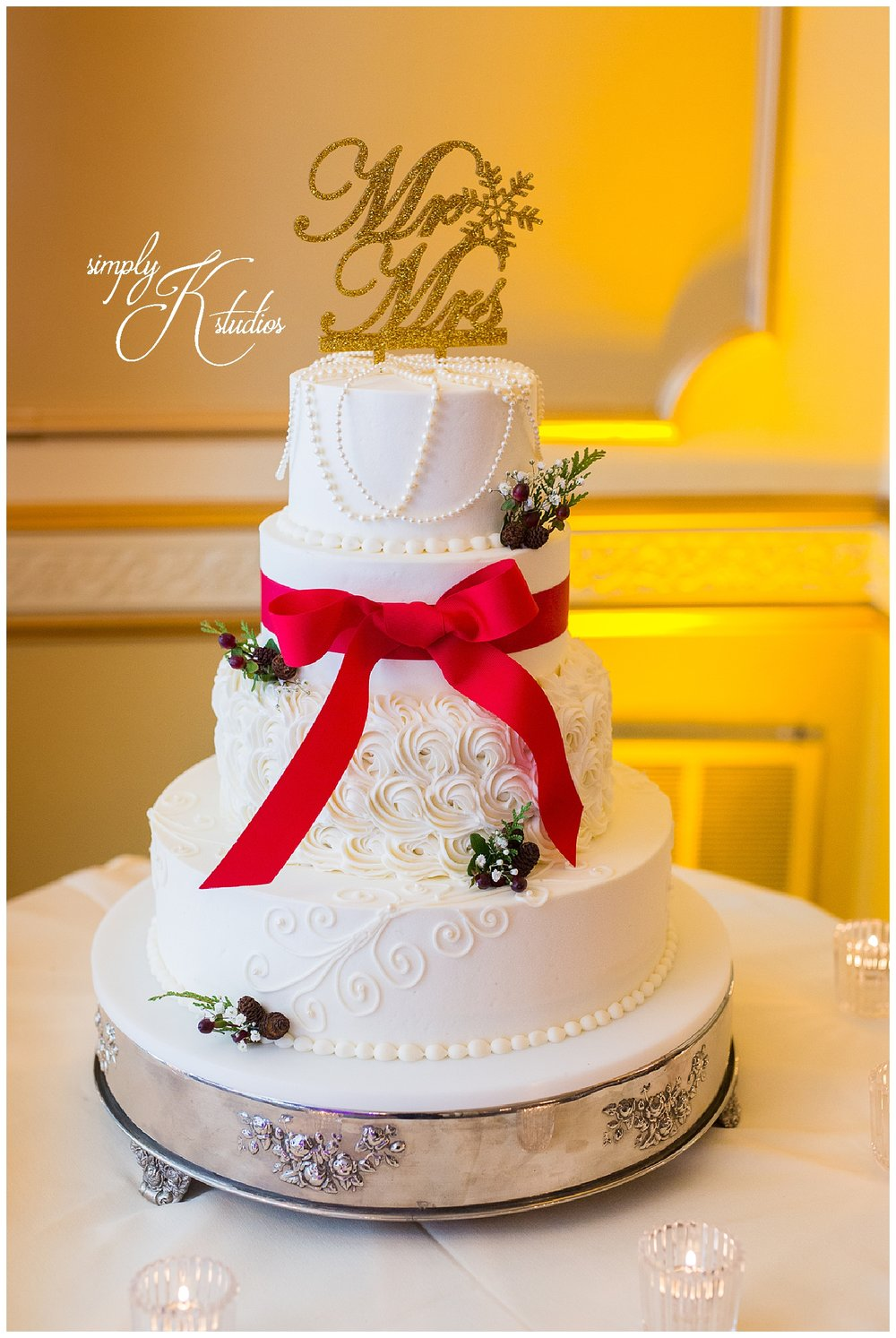 81 Christmas Wedding Cake Ideas.jpg
